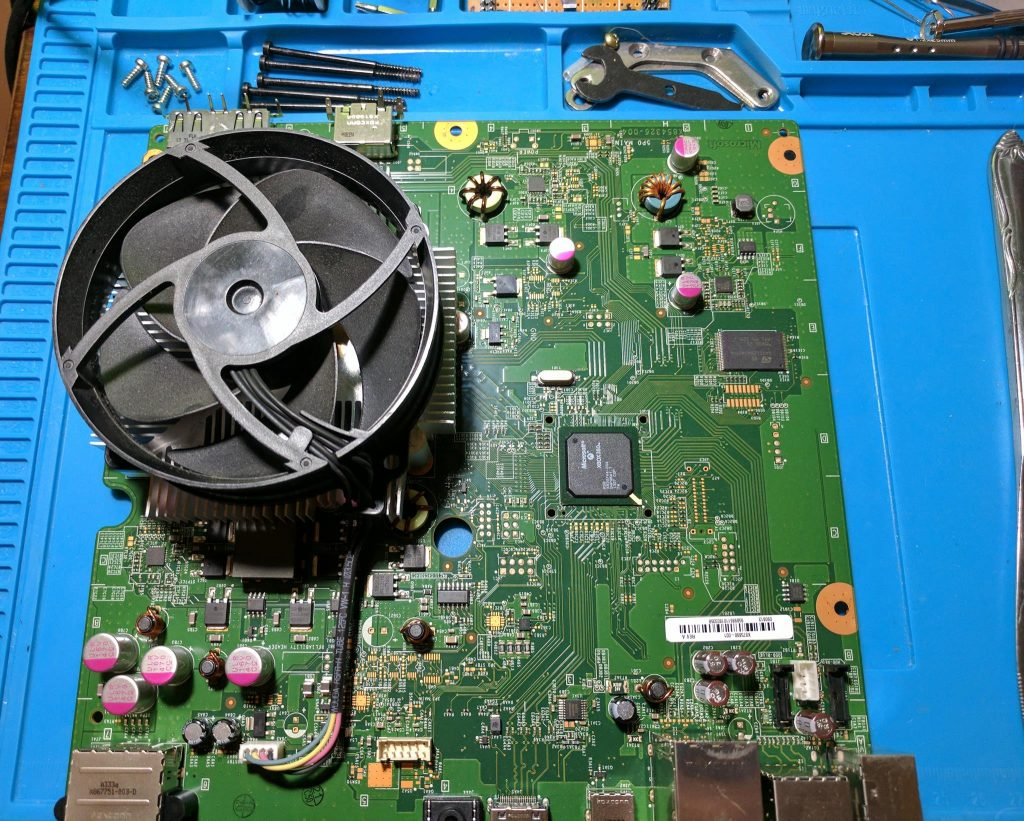 Xbox 360 E motherboard removal